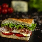 Sandwich Crudo și mozzarella proaspătă