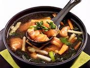 Bulion rybny z łososiem i warzywami