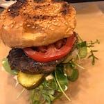 Burger krówka na trawce