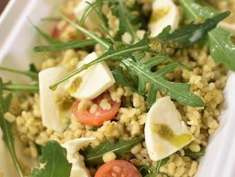 Pesto bulgur šalát s mozzarellou
