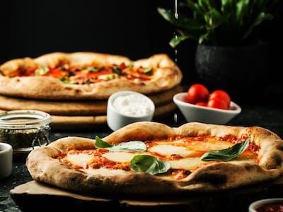 Ofertă Pizza Medium 33cm - 1+1
