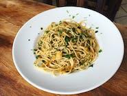 Spaghetti małe, aglio, olio e peperoncino (czosnek, oliwa, chili, pietruszka)