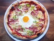 Pizza z boczkiem,porem i jajkiem