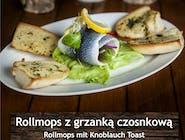 Rollmops z grzanką czosnkową