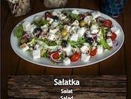 Sałatka Bałkańska z grzanką czosnkową