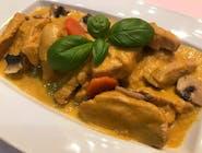 Kremowe ragout z kurczakiem z warzywami i tofu
