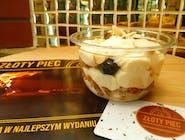 Włoski deser ajerkoniakowy z ciasteczkami amaretti i borówkami