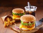 Fishburger (filet z suma, sałata, cebula, ogórek, sos tatarski , frytki)
