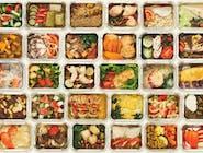 DANIE DNIA: Kapuśniak, żeberka wieprzowe, ziemniaki,, surówka