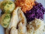 Filet z grilla z ziemniakami + surówka