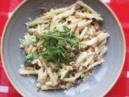 Penette w sosie serowym i brokułami