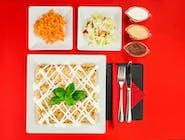 7. Naleśnik - Kurczak, ser żółty, pieczarki // sos