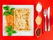 4. Naleśnik - Mięso mielone, ser żółty, pieczarki, cebula // sos