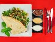 19. Naleśnik - Kurczak gyros, grzyby smażone z cebulą, ser camembert,  ser Lazur, mix sałat, rukola // sos
