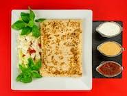 9. Naleśnik - Kurczak, ser żółty, kukurydza, marchewka // sos