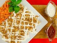 17. Kurczak gyros, ser żółty, pomidor, ogórek kiszony, prażona cebulka // sos