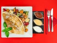 28. Naleśnik - Grillowane warzywa (brokuł, kalafior, marchew, papryka, cukinia, cebula czerwona) ser Lazur // sos