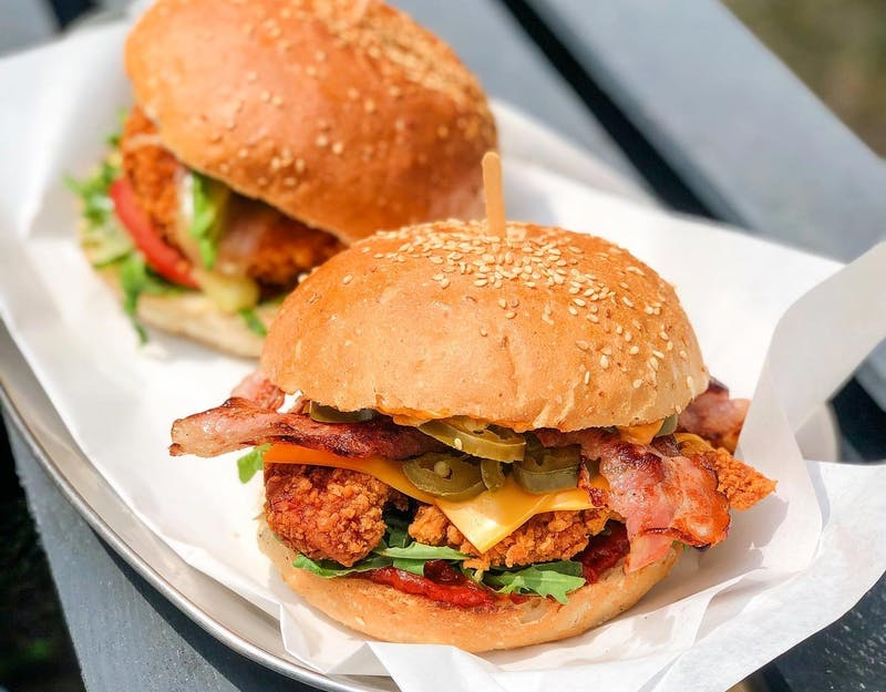Poniedziałkowa promocja: Dowolny składnik do burgera gratis