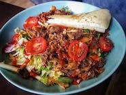 Sałatka Żebro -szarpane żeberko wieprzowe, mix sałat, papryka, pomidor, cebula, dressing czerwony z Whisky