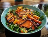 Sałatka Równikowa - bataty, mix sałat, pomarańcza, pomidorki chery, dresing sezamowo balsamiczny