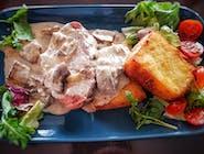 Karczek pieczony w sosie grzybowym w towarzystwie lemieszka smażonego i surówki   lemieszka smazonego