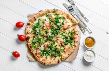 Do każdej zamówionej pizzy, z odbiorem własnym na wynos, zostanie doliczony koszt opakowania!